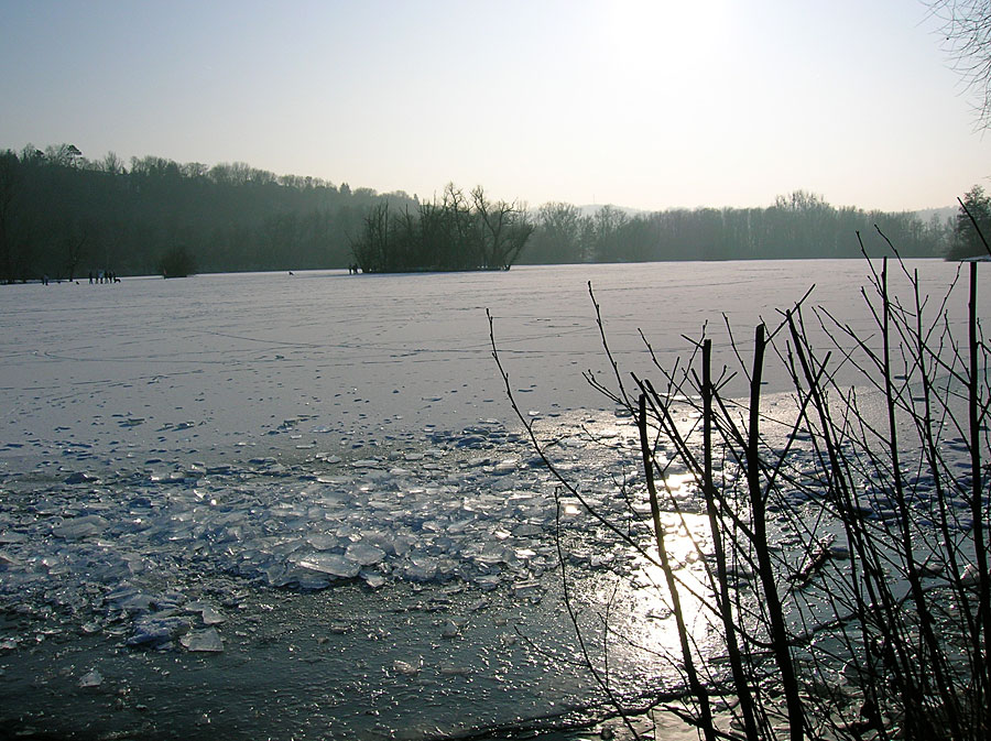 Der See ist zugefroren