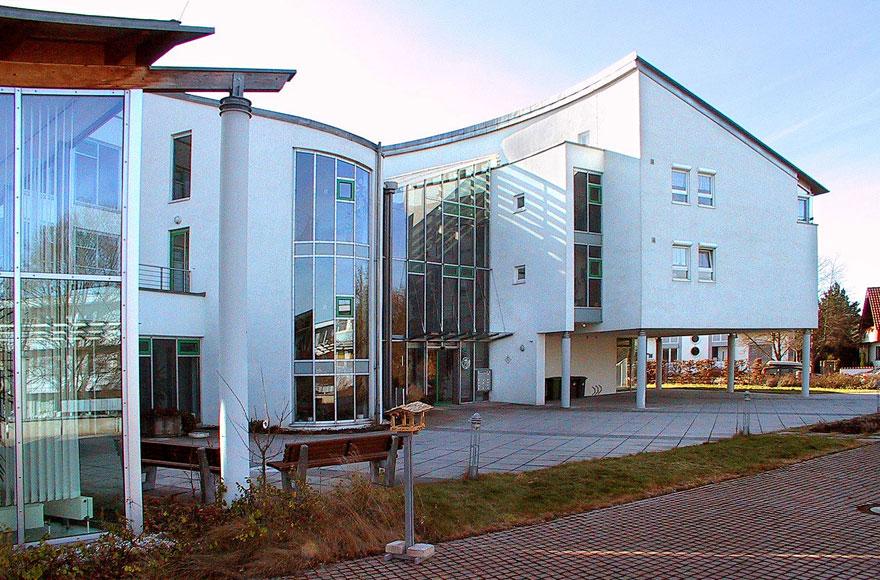 Vorplatz/ Eingangsbereich Martinshaus