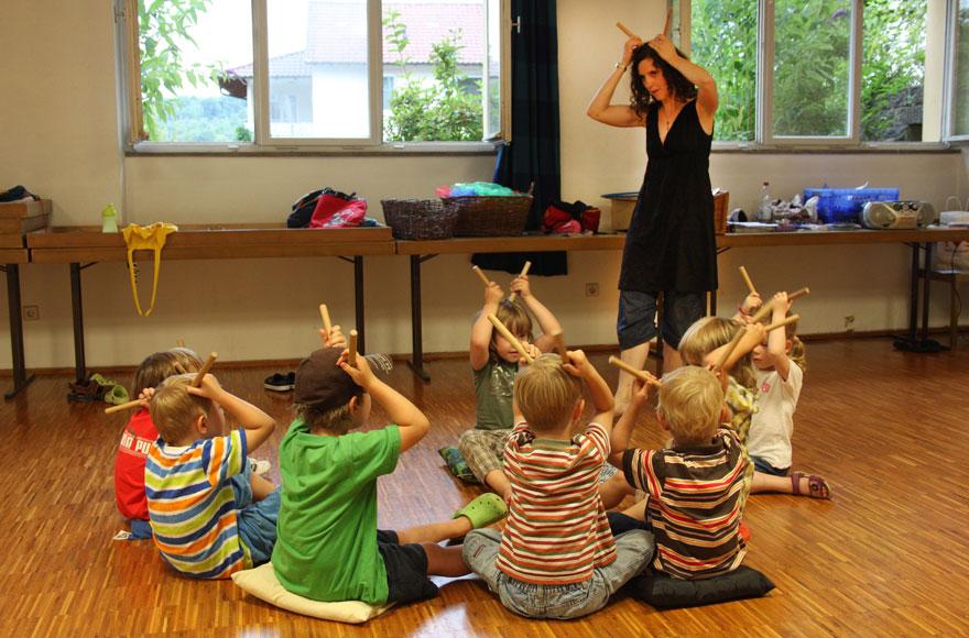 Musikschule Kinder beim musizieren