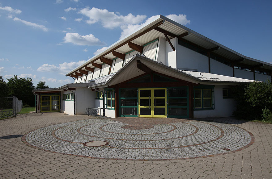 Sporthalle von außen